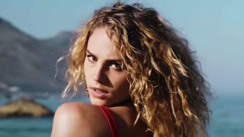 """Simone Kowalski im Musikvideo zu """"Easy Breezy"""" von Prince Damien"""