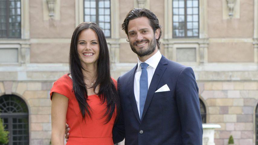 Sofia Hellqvist und Prinz Carl Philip nach ihrer Verlobung im Garten des Stockholmer Schlosses