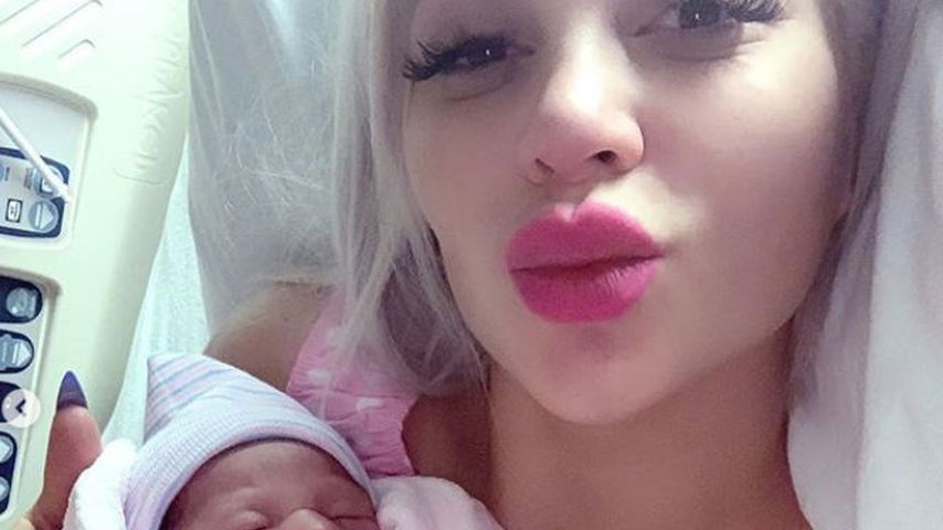 Sophia Vegas mit Töchterchen Amanda