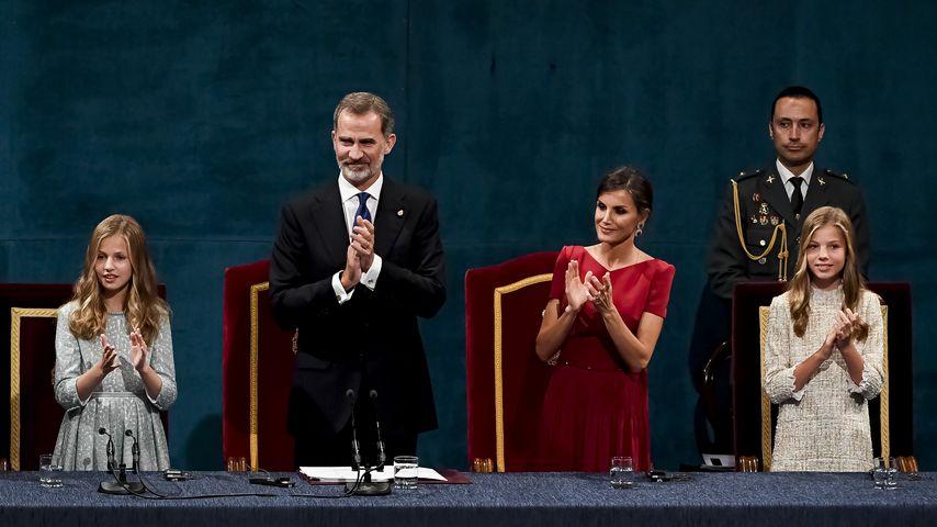 Prinzessin Leonor, König Felipe, Königin Letizia und Prinzessin Sofia bei einer Preisverleihung