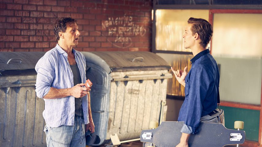 """Stefan (Hendrik Duryn) und Simon (Julius Forster) bei """"Der Lehrer"""""""