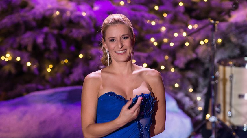 """Stefanie Hertel in der TV-Show """"Heiligabend mit Carmen Nebel"""" im November 2017"""