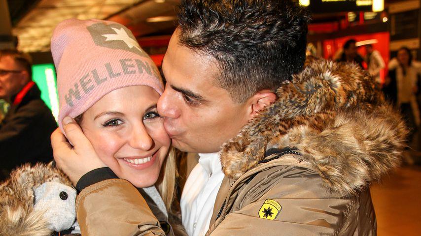 Stefanie Schanzleh und Silva Conzalez am Flughafen Hamburg
