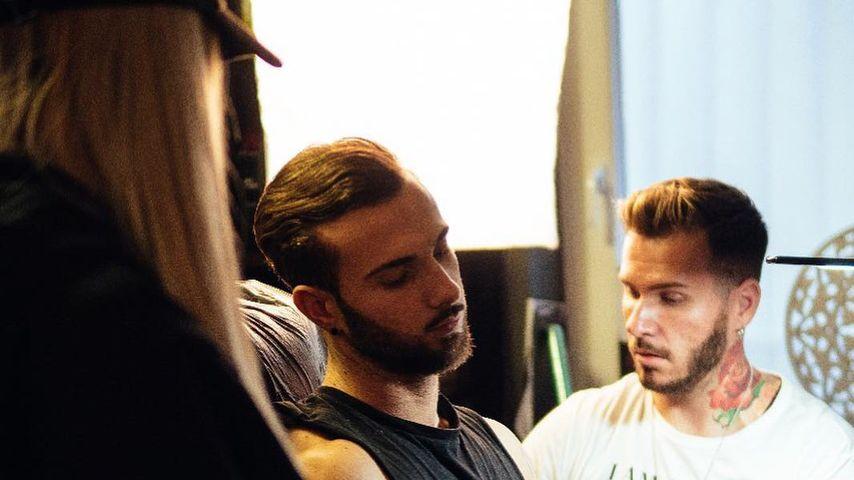 """Nicht ohne Stephi: """"Love Island""""-Julian lässt Tattoo stechen"""