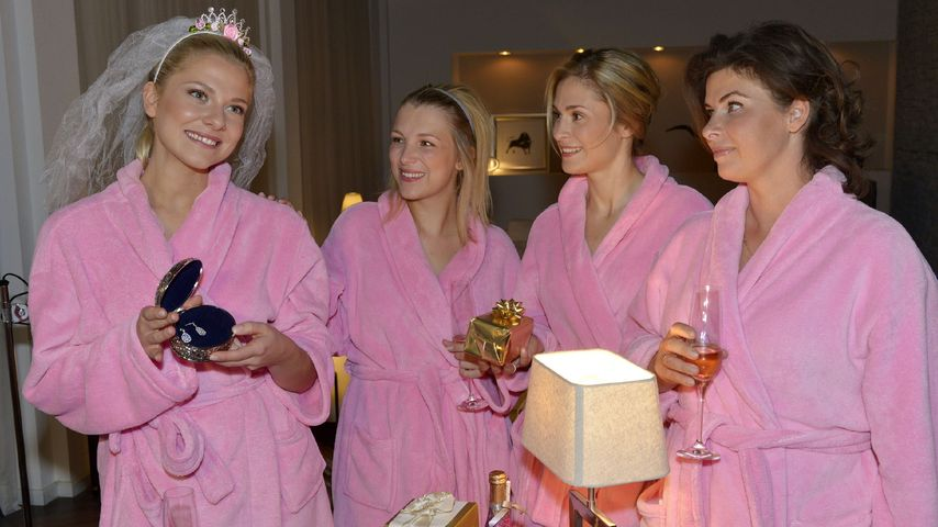 Valentina Pahde mit Iris Mareike Steen, Lea Marlen Woitack und Anne Brendler