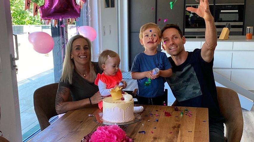 Sven Hannawald mit seiner Frau, seinem Sohn und seiner Tochter, Mai 2020