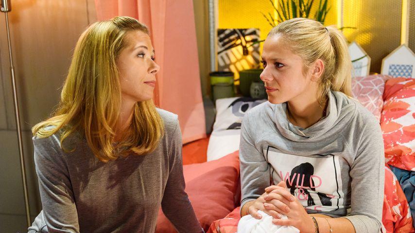 """Diana Sommer (Tanja Szewczenko) mit Marie Schmidt (Cheyenne Pahde) bei """"Alles was zählt"""""""