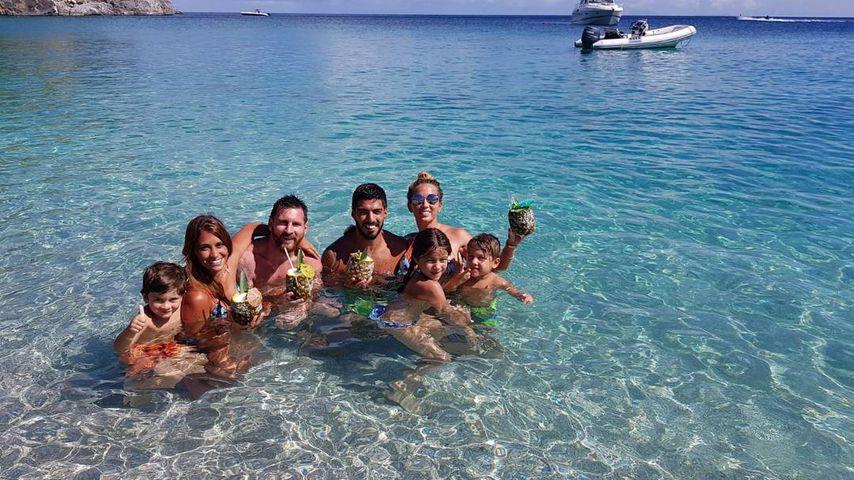 Thiago Messi, Antonella Roccuzzo, Lionel Messi, Luis Suárez, Sofia Balbi mit Delfina und Benjamin