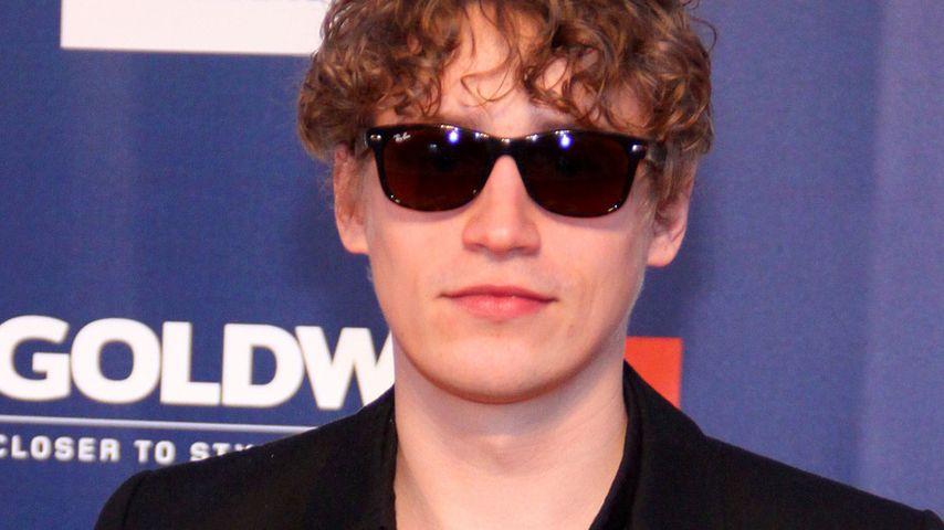 Tim Bendzko mit Sonnenbrille auf dem roten Teppich