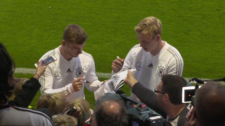 DFB-Stars machen Fans bei Training in Berlin glücklich