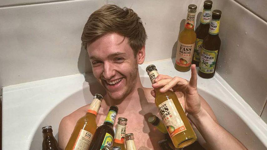 Bier-Bad: CdrB-Timur Bartels schwimmt in Flaschen!
