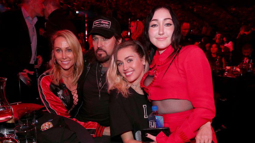 Tish, Billy Ray, Miley, und Noah Cyrus