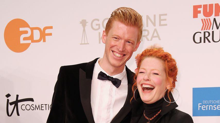 Tobias Staerbo und Enie van de Meiklokjes bei der Goldenen Kamera 2019