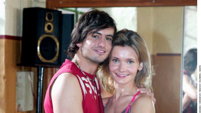 """Tom Beck und Alexandra Finder bei den Dreharbeiten zu """"Eine unter Tausend"""" 2004"""