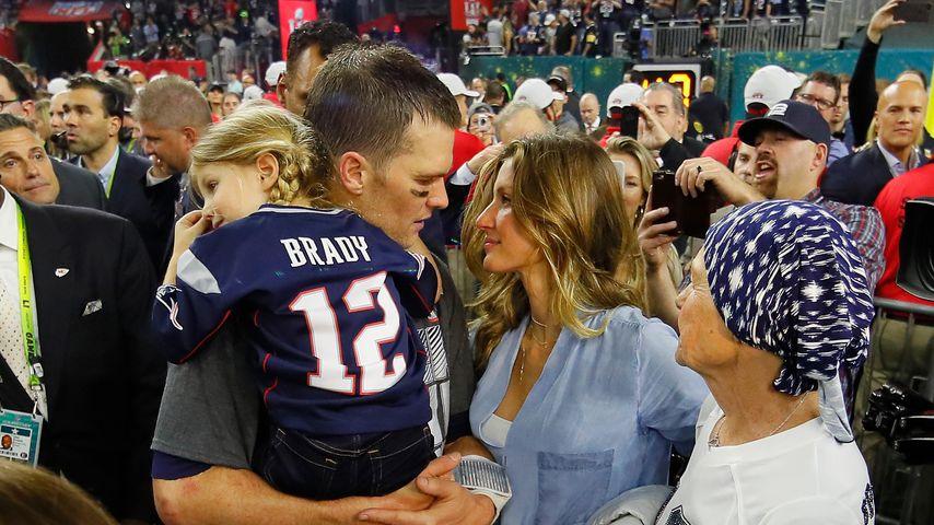 Tom Brady mit Tochter Vivian, Ehefrau Gisele Bündchen und Mama Brady