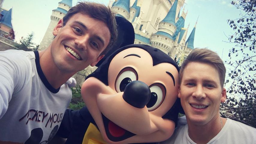 Tom Daley und Dustin Lance Black im Disneyland