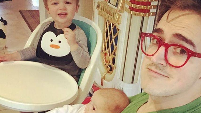 Tom Fletcher mit seinen Söhnen Buzz und Buddy zuhause