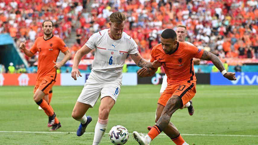 Zuschauer verwirrt: Trug Tschechien-Kicker einen Sport-BH?