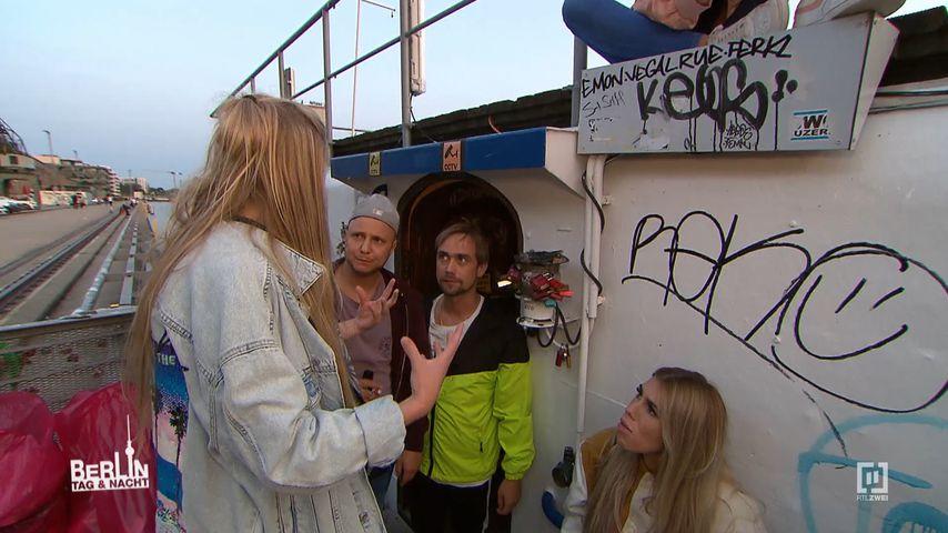 "Szene am ""Berlin - Tag & Nacht""-Hausboot im Oktober 2020"