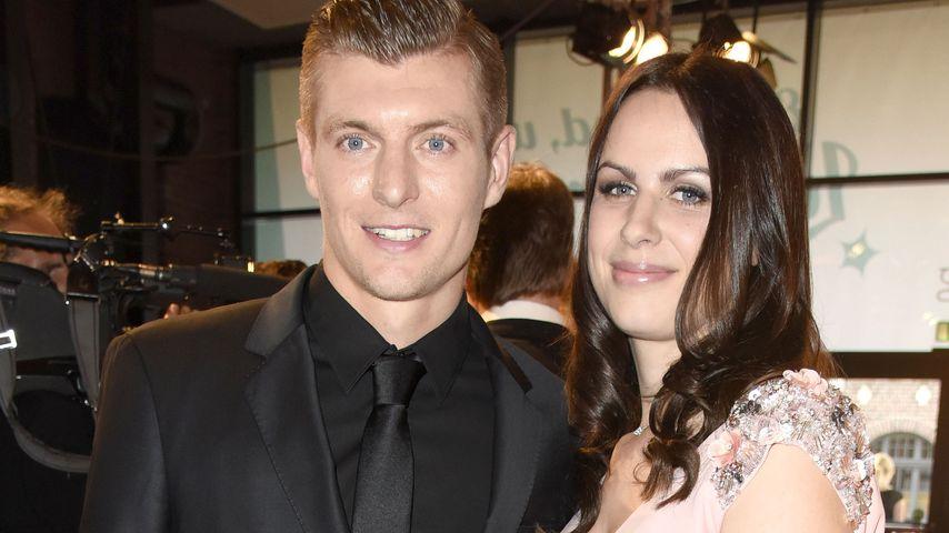 Toni Kroos mit seiner Frau Jessica während seiner Spenden-Gala