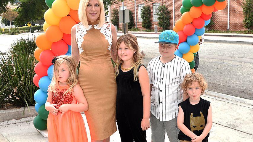 Tori Spelling mit ihren Kids bei einem Event in LA