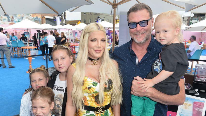 Tori Spelling und Dean McDermott mit ihren Kids