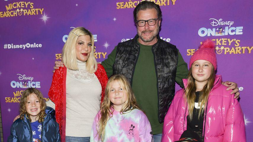 """Tori Spelling und Dean McDermott mit ihren Kindern bei """"Disney On Ice"""", 2019"""