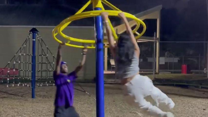 Travis Scott und Kylie Jenner im Mai 2021 auf einem Spielplatz