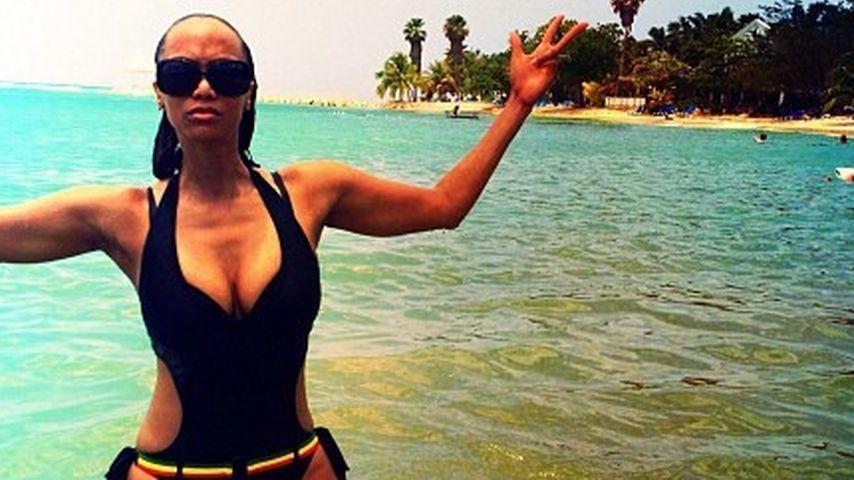 Tyra Banks zeigt ihre sexy Kurven im Badeanzug