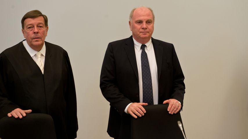 Uli Hoeneß (r.) mit seinem Anwalt Hanns W. Feigen 2014 vor Gericht