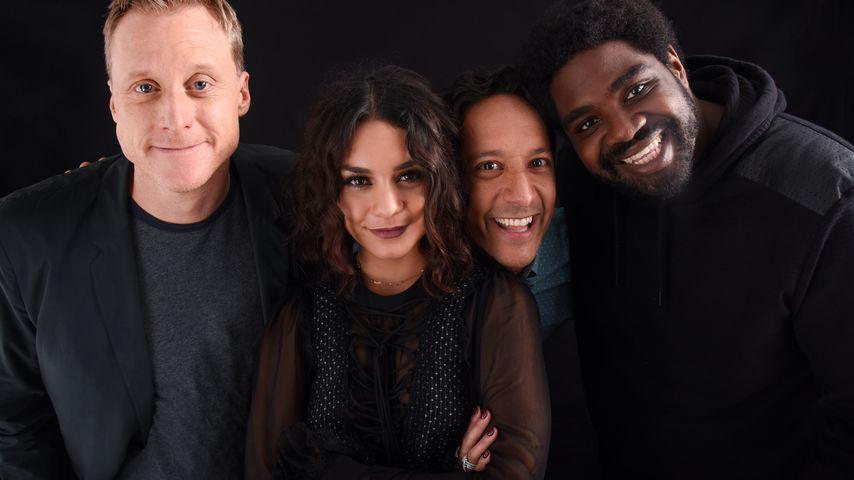 """Vanessa Hudgens (Mitte) mit ihren """"Powerless""""-Kollegen Alan Tudyk, Danny Pude und Ron Funches"""