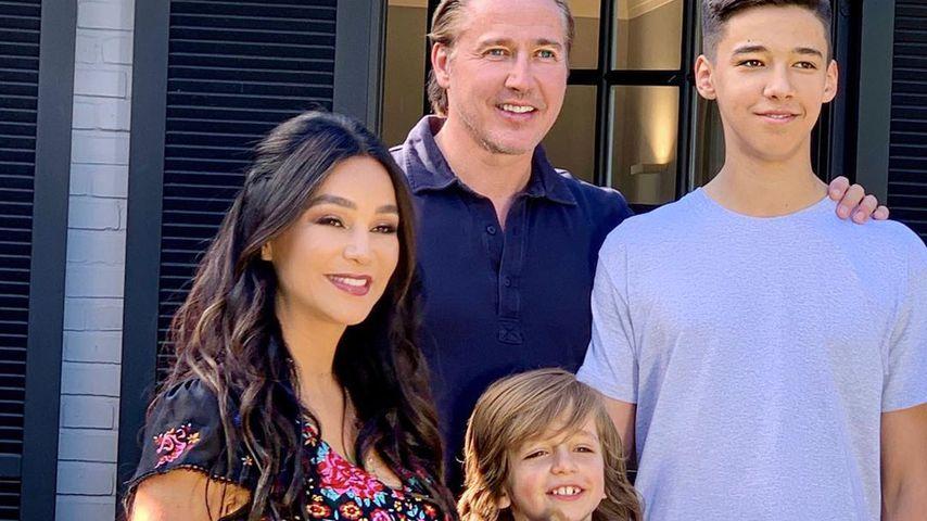 Verona und Franjo Pooth mit ihren Kindern Rocco und San Diego im Juni 2020 in Düsseldorf