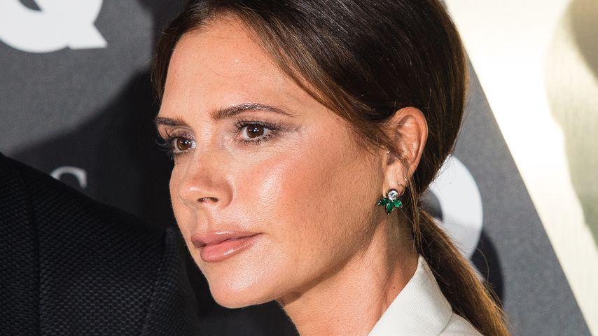 Zeigt Victoria Beckham hier etwa ihren Stinkefinger?
