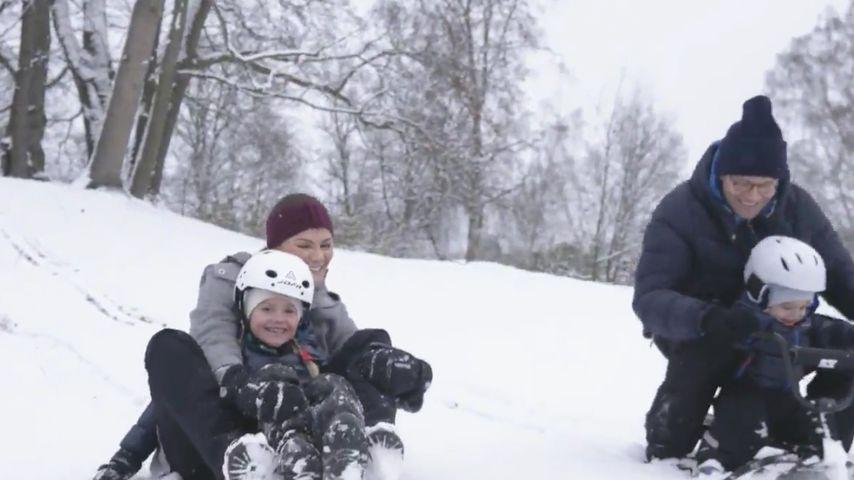 Süßes Schnee-Video: Hier fahren Estelle & Oscar Schlitten!