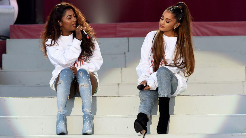 """Victoria Monét und Ariana Grande beim """"One Love Manchester""""-Konzert 2017"""