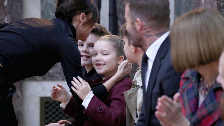 Liebesbeweis: David Beckham lässt sich am Hals tätowieren