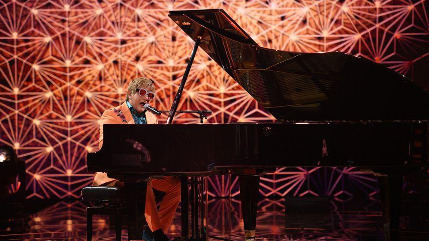 """Wolfram Kons als Elton John auf der """"Big Performance""""-Bühne"""