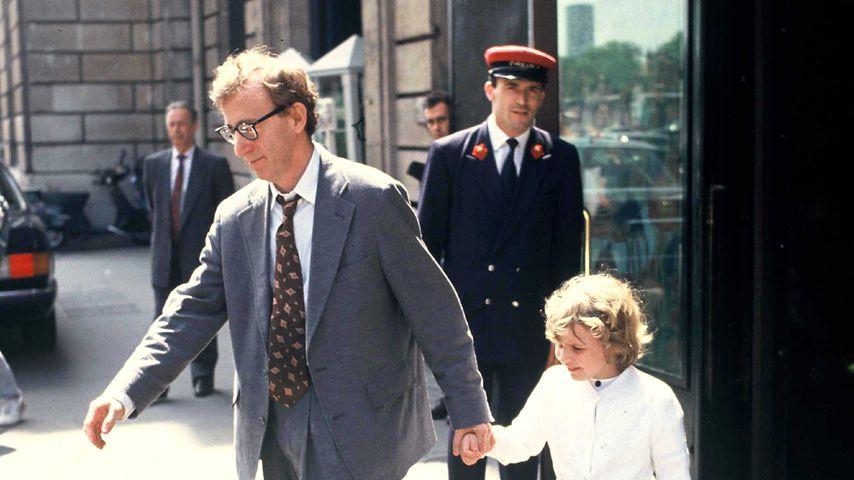 Woody Allen und seine Adoptivtochter Dylan Farrow 1991 in Paris