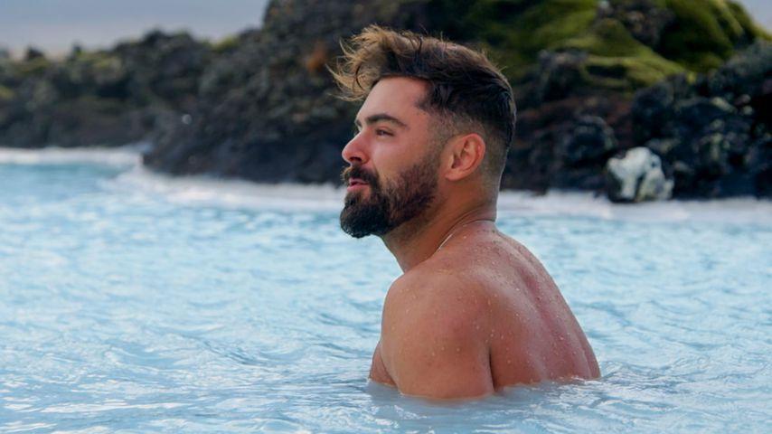 Zac Efron genießt die heißen Quellen in Island