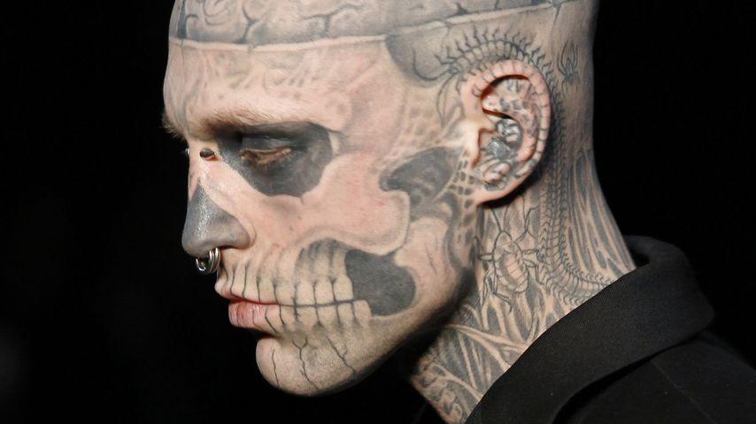 Zombie Boy auf einer Modenschau von Designer Thierry Mugler 2011