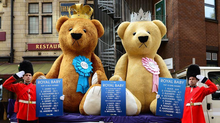 Große Vorfreude: 5-Meter-Teddys warten aufs Royal Baby