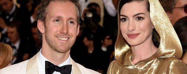 Anne Hathaway und Adam Shulman