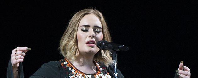 Adele auf der Bühne beim Glastonbury Festival 2016