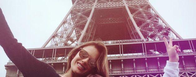 Alessandra Ambrosio mit ihrer Tochter Anja am Eiffelturm