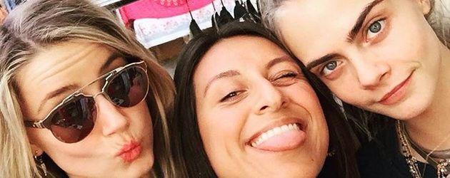 Amber Heard und Cara Delevingne mit Verkäuferin des Melrose Trading Post Market