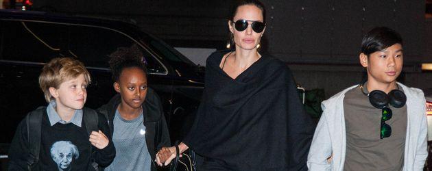 Angelina Jolie mit ihren Kindern Shiloh, Zahara und Pax