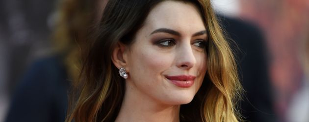 "Anne Hathaway bei der Premiere von ""Alice Through The Looking Glass"" in Hollywood"
