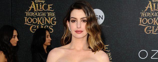 Anne Hathaway auf dem roten Teppich bei einer Filmpremiere