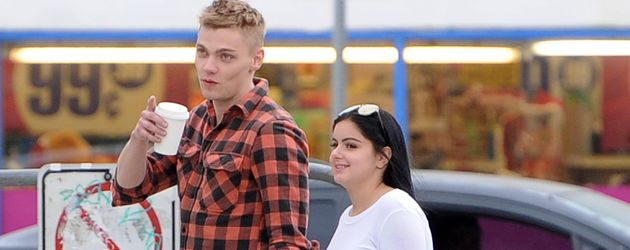 Ariel Winter und Levi Meaden Hand in Hand durch Los Angeles