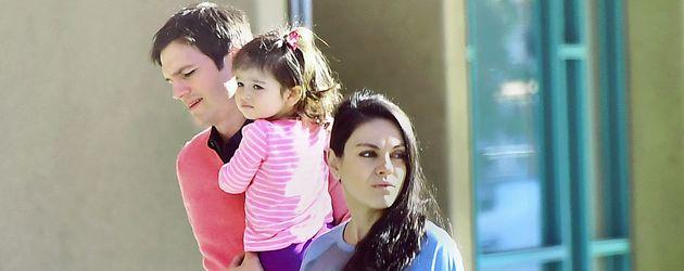 Ashtn Kutcher und Mila Kunis mit Tochter Wyatt in Kalifornien